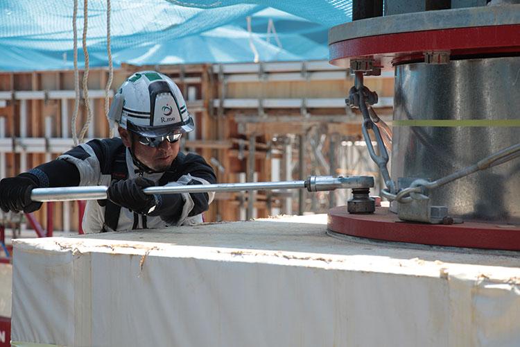 免震装置の施行作業